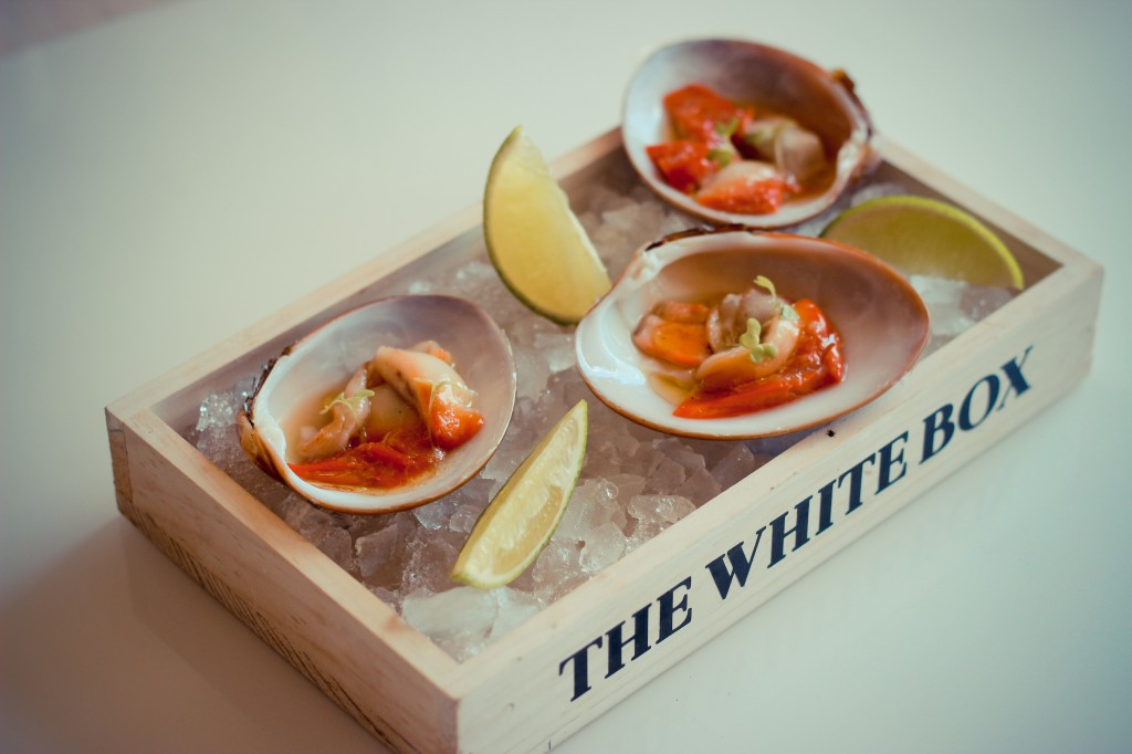 Clams 'au naturel' served on crushed ice