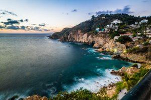 Saltar al vacío de La Quebrada en Acapulco