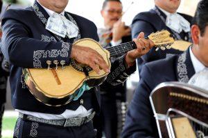 Mariachis en la fiesta de fiesta de Xoximilco Cancún