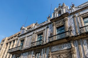 Fachada de la casa de los azulejos en Ciudad de México