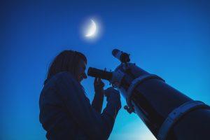 Observando la luna en planetario Ka'Yok' en Cancún