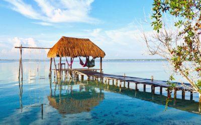 Palapas, Hamacas y La Laguna de Bacalar