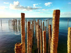 Muelle en playa de Campeche, México