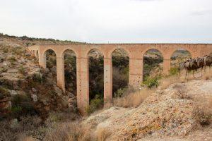 Antiguo acueducto en Huichapan