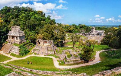 Ruinas arqueológicas en parque natural de Palenque