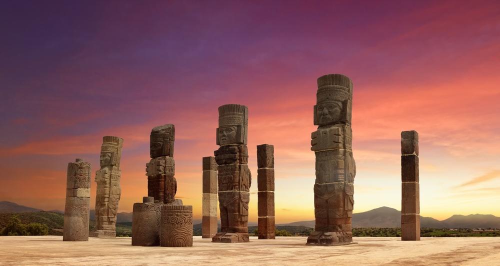 Monumentos atlantes en Tula de Allende