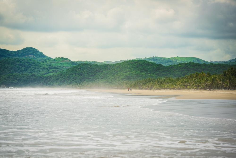 Mar, montañas y playa en Zihuatanejo