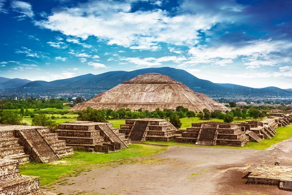 La calzada de los muertos, las pirámides y Teotihuacán