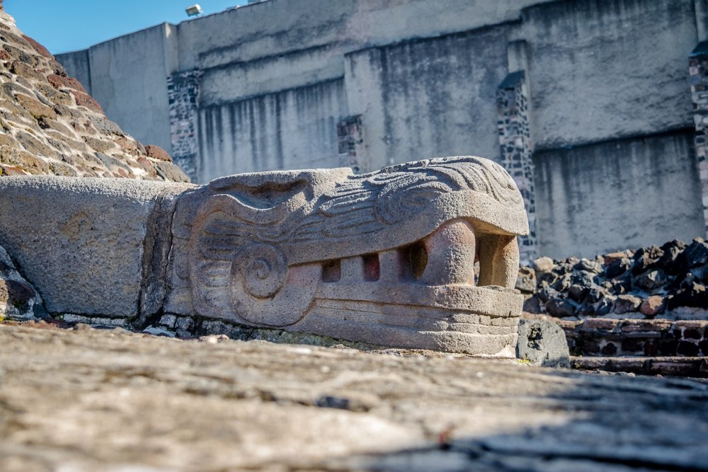 Cabeza ruinas antiguo imperio azteca