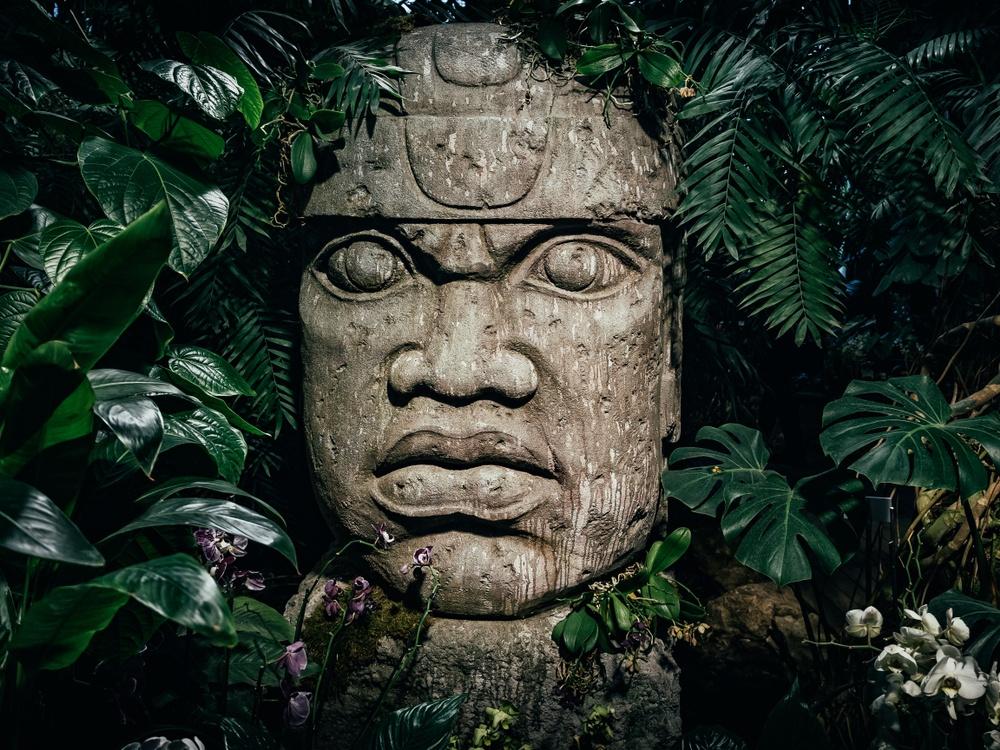 Estatua antigua cultura mexicana