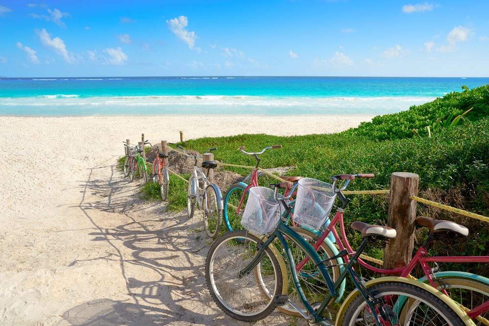 bicicletas en playa de tulum