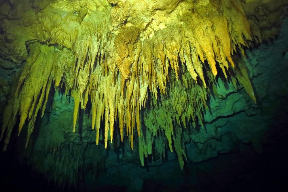 interior cenote choo ha