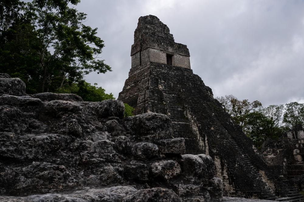 Zona arqueológica Tikal en Peten