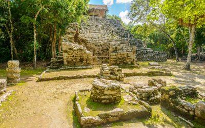 Ruinas de zona arqueológica cobá